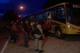 Operação da PRF e Ministério Público notificou 46 ônibus escolares de Campina Grande - Ônibus levavam estudantes do ensino básico da área rural para Campina Grande e estariam sendo usados de forma irregular.