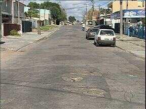Moradores dos bairros de Curitiba pedem calçadas e asfalto - Nas audiências públicas realizadas pela Prefeitura foram mais de 3 mil pedidos.