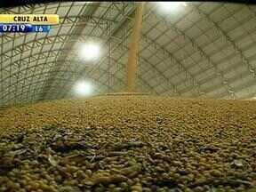 Escoamento da supersafra de soja aumenta movimento de caminhões no porto de Rio Grande - Estradas da região Sul tiem movimento maior nesta época.