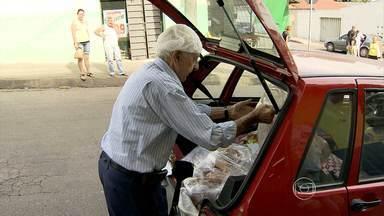 Conheça a história de seu José, mais um concorrente ao prêmio Bom Exemplo 2013 - O aposentado de 87 anos distribui alimentos para famílias carentes em Contagem, na Grande BH.