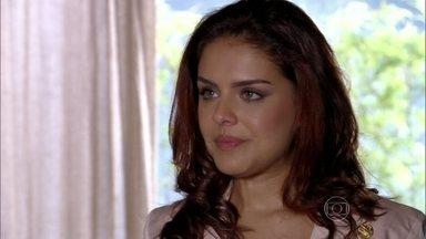 Rosângela conta para Wanda que viu Morena no aeroporto - Wanda se apressa para avisar os comparsas na Turquia