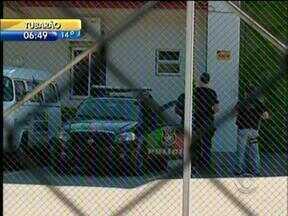 Presos que estavam em central de polícia são transferidos para penitenciária de Joinville - Presos que estavam em central de polícia são transferidos para penitenciária de Joinville
