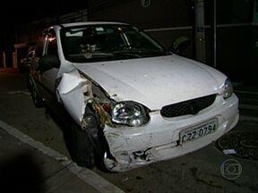 Motorista reage a assalto e leva tiro na cabeça em SP - Um motorista reagiu a uma tentativa de assalto e foi baleado na cabeça, no Brooklin, na Zona Sul de São Paulo, na madrugada desta sexta-feira (26). O motorista tem 33 anos e permanecia internado em estado grave. O atirador fugiu.