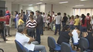Terminou nesta quinta-feira o prazo para regularização de títulos na Justiça Eleitoral - Filas se formaram no cartório eleitoral de Porto Velho.