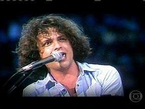 Guilherme Arantes completa 60 anos com grandes sucessos - Um dos maiores estilistas do pop brasileiro, Guilherme Arantes comemora os seus 60 anos com um disco de músicas inéditas. Ele foi o responsável por vários sucessos como 'Meu Mundo e Nada Mais', 'Planeta Água' e 'Amanhã'.
