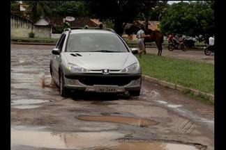 Em Soure, no Marajó, ruas esburacadas causam prejuízos a moradores - Imagens de buracos foram registradas em diversos bairros da cidade.