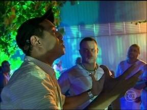 Vídeo Show mostra bastidores do flashmob que agitou Sangue Bom - Cena foi exibida no primeiro capítulo da trama das sete