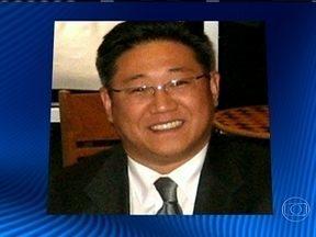 Cidadão americano é condeando a 15 anos de trabalho forçado na Coreia do Norte - O americano de origem sul coreana Kenneth Bae foi condenado pela vaga acusação de crimes contra o Estado, como tentar derrubar o governo norte-coreano. Segundo ativistas, o crime foi fotografar crianças famintas e a execução pública de condenados.