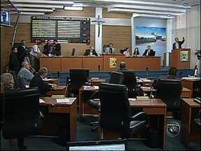 Câmara aprova aumento de salário de médicos e dentistas em Sorocaba, SP - Aprovado nesta quinta-feira (2), na Câmara Municipal de Sorocaba (SP), o reajuste de 31% nos salários de médicos e dentistas da rede municipal de saúde. O projeto de lei ganhou uma emenda: os profissionais de enfermagem também serão beneficiados.