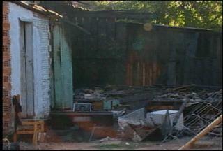 Incêndio destrói casa em Santa Cruz do Sul - Foi no Bairro Bom Jesus, por volta das seis da manhã. Ninguém se feriu.