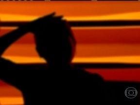 Passageira violentada fala sobre estupro em ônibus - A vítima conta que o criminoso, que ainda não foi identificado, a ameaçava com um revólver. Outros passageiros também foram assaltados no ônibus da linha 369, que faz o trajeto Bangu-Largo da Carioca.