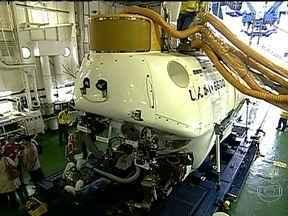 """Navio e submarino são atrações de exposição no Píer Mauá - Os visitantes da exposição """"A nova fronteira do conhecimento"""" poderão visitar o navio japonês Yokosuka e o submarino Shinkai 6500, que fazem parte do programa de Geologia Marinha do governo brasileiro. A entrada gratuita."""