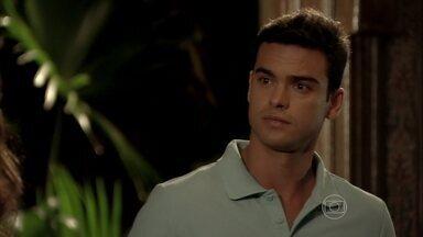 Ciro e Márcia estranham o comportamento de Théo - Érica conta para Márcia que Lucimar a convidou para visitar Jéssica Vitória