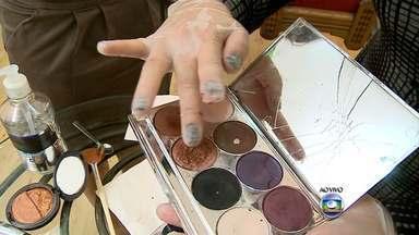 Especialista explica como recuperar maquiagens - Quando aquele batom preferido ou o blush quebram é um desespero.