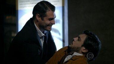"""A Grande Família - Episódio """"O duelo"""", na íntegra - Tuco é escalado para 'Beijo no Asfalto' e descobre que Thiago Lacerda será seu colega de cena"""