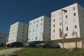 Moradores de áreas de risco de Mogi das Cruzes continuam inseguros - Eles se mudaram, porém o novo local também tem problemas na estrutura.