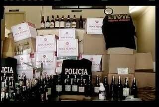 Homem é preso em Salinas suspeito de falsificar cachaça - Com o suspeito foram encontradas 600 garrafas do produto.