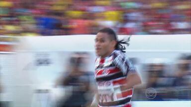 Dênis Marques vence décima eliminatória Troféu Bolinha de Ouro - Atacante fez bonito gol pelo Santa Cruz