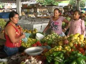 Chuva provoca queda nos preços das hortaliças, frutas e legumes em Itapetinga - Até o preço do tomate já começou a cair.