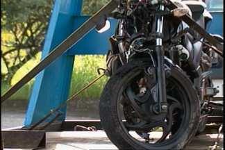 Acidente deixa motociclista ferido em Joinville - Colisão foi entre carro e moto.