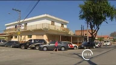 Tentativa de assalto termina com um morto em São José dos Campos (SP) - Crime ocorreu no bairro Residencial União neste sábado (11). Criminoso atirou em um cliente e fugiu em uma bicicleta.