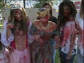 Zombie Walk agita centro de Guarapuava - Dezenas de jovens se fantasiaram de mortos vivos para se divertir e assustar quem passou pelas ruas centrais. A caminhada fez parte da programação do Guarapuava Rock City.