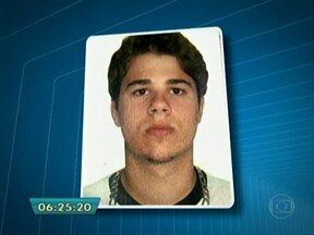 Polícia prende suspeito de matar estudante em festa na quadra da Rosas de Ouro - Cristiano José Conceição da Silva, de 27 anos, foi encontrado na escadaria do prédio onde mora, no bairro do Limão. O flanelinha confessou que matou o universitário. A polícia chegou ao suspeito através de denúncias anônimas.