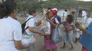 Voluntários levam comida e água para comunidade quilombola de Buíque, em PE - Desejo de ajudar chegou aos veterinários da Universidade Federal Rural de Pernambuco.