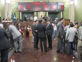 Transferência da CTS para o Governo do Estado é aprovada por unanimidade - A sessão de votação, na Câmara de Vereadores, foi acompanhada por parte dos 132 funcionários da companhia, que é responsável pela operação dos trens do subúrbio.