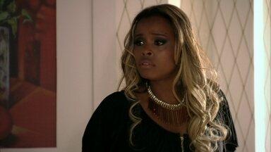 Vanúbia descobre que vai voltar ao Brasil - Ela lamenta não ter feito nenhum show em Istambul