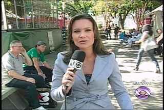 Jornal do Almoço especial do estúdio de vidro da Feira do Livro - Jornal do Almoço ao vivo do estúdio de vidro na Praça Saldanha Maria