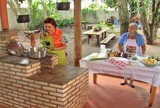 Anote a receita de costela com milho, uma comida caseira feita no fogão a lenha - A receita é caseira e feita no fogão a lenha. Anote como preparar esse delicioso prato.