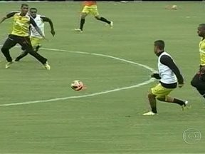 Vasco disputa amistoso contra o Figueirense como preparação para o Campeonato Brasileiro - Paulo Autuori não divulgou time titular que jogará diante dos catarinenses.