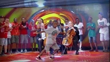 Grupo mistura música clássica e o funk carioca - Caldeirão vira palco do 'Flash Mob' do passinho