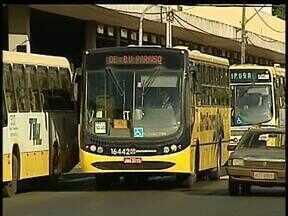 Viagens entre cidades do Paraná ficam mais caras - O aumento vale a partir de segunda-feira tanto para viagens curtas, nos ônibus metropolitanos, como entre cidades mais distantes. Em Londrina alguns passageiros estão antecipando as compras para fugir do reajuste.