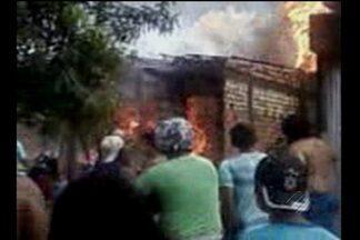 Incêndio atinge duas casas na capital paraense - Chamas foram controladas pelo Corpo de Bombeiros.
