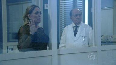Lutero diz a Pilar que o bebê de Paloma sumiu - O médico explica que Paloma teve um parto muito complicado, mas está reagindo bem ao tratamento. Pilar fica chocada com a notícia de que o bebê desapareceu