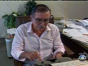 Corpo do jornalista Ruy Mesquita é enterrado São Paulo - O diretor do jornal O Estado de São Paulo, Ruy Mesquita, morreu terça-feira (21) aos 88 anos. O jornalista foi vítima de um câncer na base da língua.