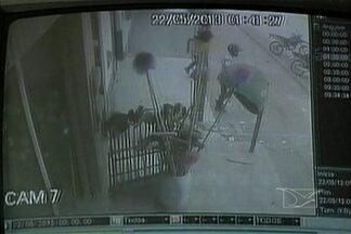 Uma casa lotérica foi assaltada na cidade de Bom Jesus das Selvas - Uma casa lotérica foi assaltada na cidade de Bom Jesus das Selvas, há 100 km de Açailândia. Os bandidos levaram dinheiro dos caixas e dos clientes.