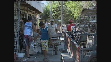 Prefeitura de Caruaru disponibiliza galpão para comerciantes - Serviço é voltado para os comerciantes da Feira do Troca, que passa por uma obra de revitalização.