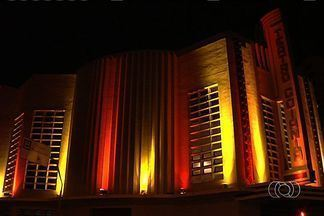 Teatro Goiânia recebe iluminação especial - O Teatro Goiânia foi iluminado com as cores da bandeira da Alemanha, em homenagem ao ano da Alemanha no Brasil. No dia 26 será apresentado um concerto do Young Euro Classic Ensemble, que reúne jovens músicos da Europa e do Brasil.
