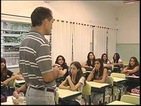 Residência Educacional abre inscrições para estudantes em Rio Preto, SP - Estão abertas inscrições para o programa de Residência Educacional, um tipo de estágio oferecido pela Secretaria Estadual de Educação em São José do Rio Preto (SP). Confira quantas vagas estão disponíveis.