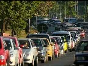 Empresários de Brasília fazem o 'Dia da Liberdade de Impostos' - Empresários de Brasília fazem nesta quinta-feira (23), o dia da liberdade de impostos. No protesto, postos de gasolina passou a vender a gasolina sem impostos.