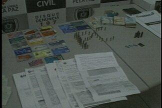 Desarticulada quadrilha que clonava cartões de crédito na Paraíba - Dezoito pessoas foram presas. Segundo a polícia, eles usavam impressoras para fabricar cartões de crédito.
