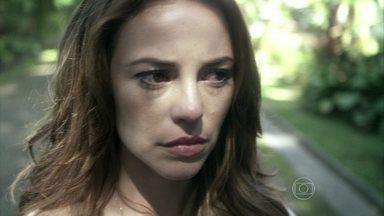 Paloma fica em dúvida se deve fugir com Ninho - O rapaz propõe que os dois se mudem para o Rio de Janeiro e Paloma avisa que não desistiu de encontrar sua filha
