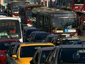CET estuda mudanças nas regras do rodízio de carros em São Paulo - O estudo da Companhia de Engenharia de Tráfego (CET) prevê a ampliação da área de restrição e inclui importantes avenidas de todas as regiões da cidade. Ao todo, 22 vias farão parte do novo modelo de rodízio.