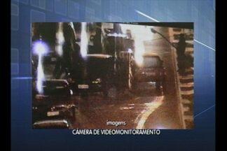 Câmeras de segurança flagram motorista embrigado no centro de Cruz Alta - O condutor de 60 anos, foi encaminhado ao Presídio Estadual de Cruz Alta.