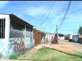 """'Puxadinhos' invadem a área pública em Ceilândia - Os parceiros do DF mostram os """"puxadinhos"""", uma situação de irregularidade que se repete em Ceilândia. São contantes as invasões das áreas públicas."""