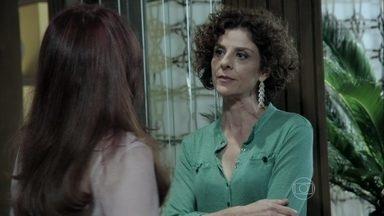 Vega discute com Gigi - Ela não aguenta as provocações da ex-mulher de Atílio