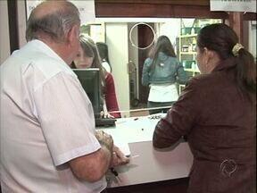 Faltam remédios nas farmácias da Prefeitura de Umuarama - Pacientes reclamam da falta de alguns medicamentos. Remédios são receitados inclusive por médicos no sistema público de Saúde.